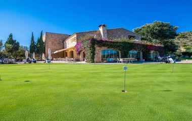 Estancia de Golf en Pula Golf Resort-Lowgolf